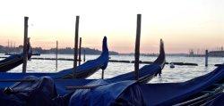 Gondels met zonsopgang