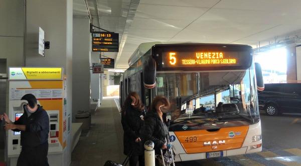 Van Vliegveld naar Venetie bus
