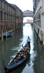Gondel Vervoer in Venetie