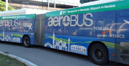 bus no. 5 van Vliegveld naar Venetie