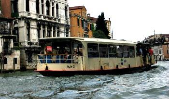 Vaporetto vervoer in Venetie